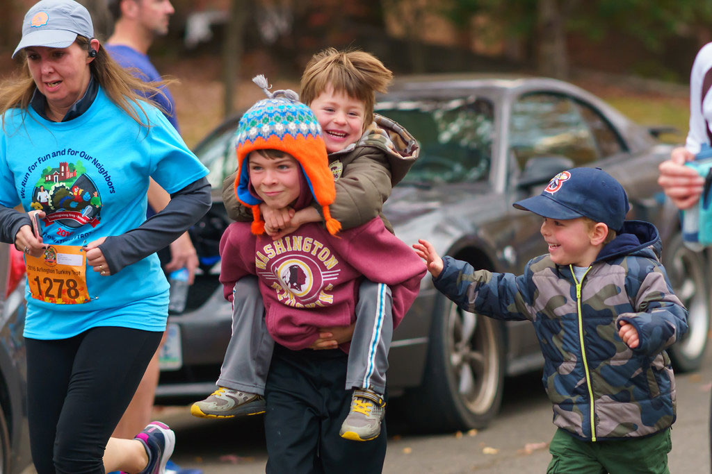 photo-of-arlington-va-turkey-trot-children-laughing